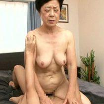 古希のおばあちゃんと孫が一緒に入浴した事がきっかけで一線を越えてしまい近親相姦セックス 熟女動画