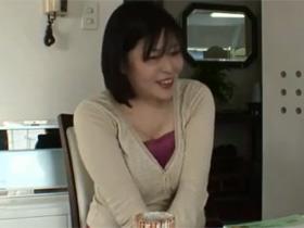 【無修正】旦那との2カ月に一回の夜の営みだけでは満足できないHカップ爆乳の鹿島暢江(43歳)の奥様がAV出演