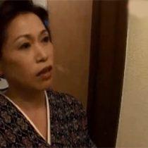 【無修正】未亡人の和服姿の伯母(58歳)が甥っこをお風呂場で誘惑して近親相姦 熟女動画