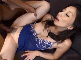 【無修正】セックスレスで欲求不満の美人四十路妻に巨根チンポぶち込んで寝取りセックス 熟女動画