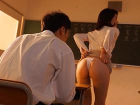補習時にパンチラでお気に入りの男子生徒を誘惑するアラフィフ美人女教師 吉瀬菜々子 熟女動画