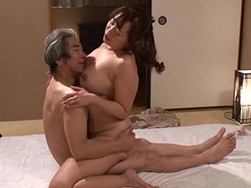 夫があまりにもセックスしてくれないせいで義父のチンポで性欲を満たす巨乳嫁 KAORI 熟女動画2