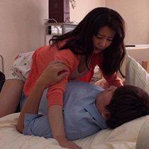娘の入院の見舞いに一緒に来た娘の旦那を病室のベッドで寝取るド淫乱義母 三浦恵理子 熟女動画