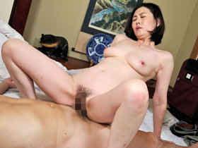 性欲に飢えた四十路美女がおちんぽを求めて濃厚セックス中出し! 竹内梨恵 熟女動画