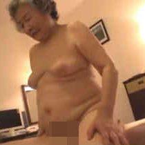 【無修正】女を忘れていない還暦超えの高齢主婦がハメ撮りセックスで騎乗位腰振り! 熟女動画