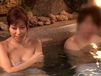 ド淫乱熟女にエッチなミッション。混浴じゃない普通の男湯に潜入して、男性客の体を洗ってソーププレイ