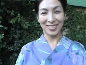 【無修正】再婚して3年になる浴衣が似合う清楚な美人奥様の川島千代子さん(46歳)がAV出演して3Pセックスで善がりまくり 熟女動画