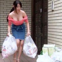 【無修正】ノーブラでゴミ出しをしていた超爆乳おっぱいの若妻に我慢できなくなって… 熟女動画