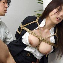 弱みを握られた人妻巨乳OLが会社内で縛りプレイで中出し凌辱 横山みれい 熟女動画