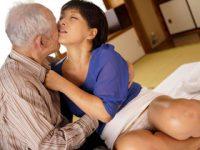 80歳のおじいちゃんのチンポに善がるむっちり体型の巨乳四十路嫁 鮎原いつき 熟女動画