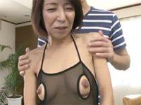 乳首がビンビン!五十代で素人の人妻がはじめてのエロ下着w 熟女動画