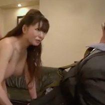 【無修正】借金でヤクザに脅されて…巨乳で四十路の熟女が3Pセックス!拘束された旦那の目の前で、連続中出しレイプ!