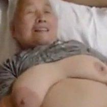 【無修正】八十路?を過ぎたおばあちゃん…ムチムチの体を揺らしながらセックス!白髪だらけになっても性欲あるんやな