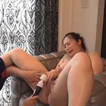 【無修正】ドMのぽっちゃり人妻は白濁したマン汁を垂れ流しながら感じまくり!