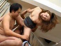 【無修正】男性二人組と家で濃厚3Pしちゃう美熟女がどんどんスケベなメスの表情に変わっていく…