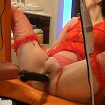 【無修正】ドMの熟女セフレの股を開かせて拘束し、パイパンマンコに高速振動するマシンバイブをぶち込んで調教!